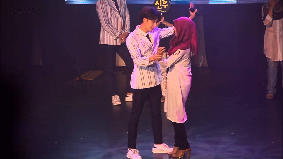 Cute Couple Hugging Wallpaper 7 K Pop Fan Meeting Disasters Soompi