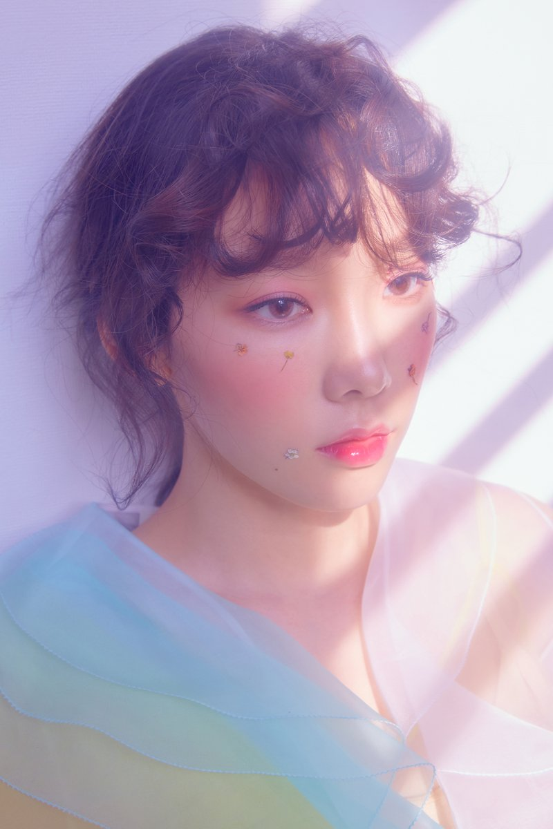 Girls Generation Wallpaper 2017 Update Girls Generation S Taeyeon Shares More Lovely