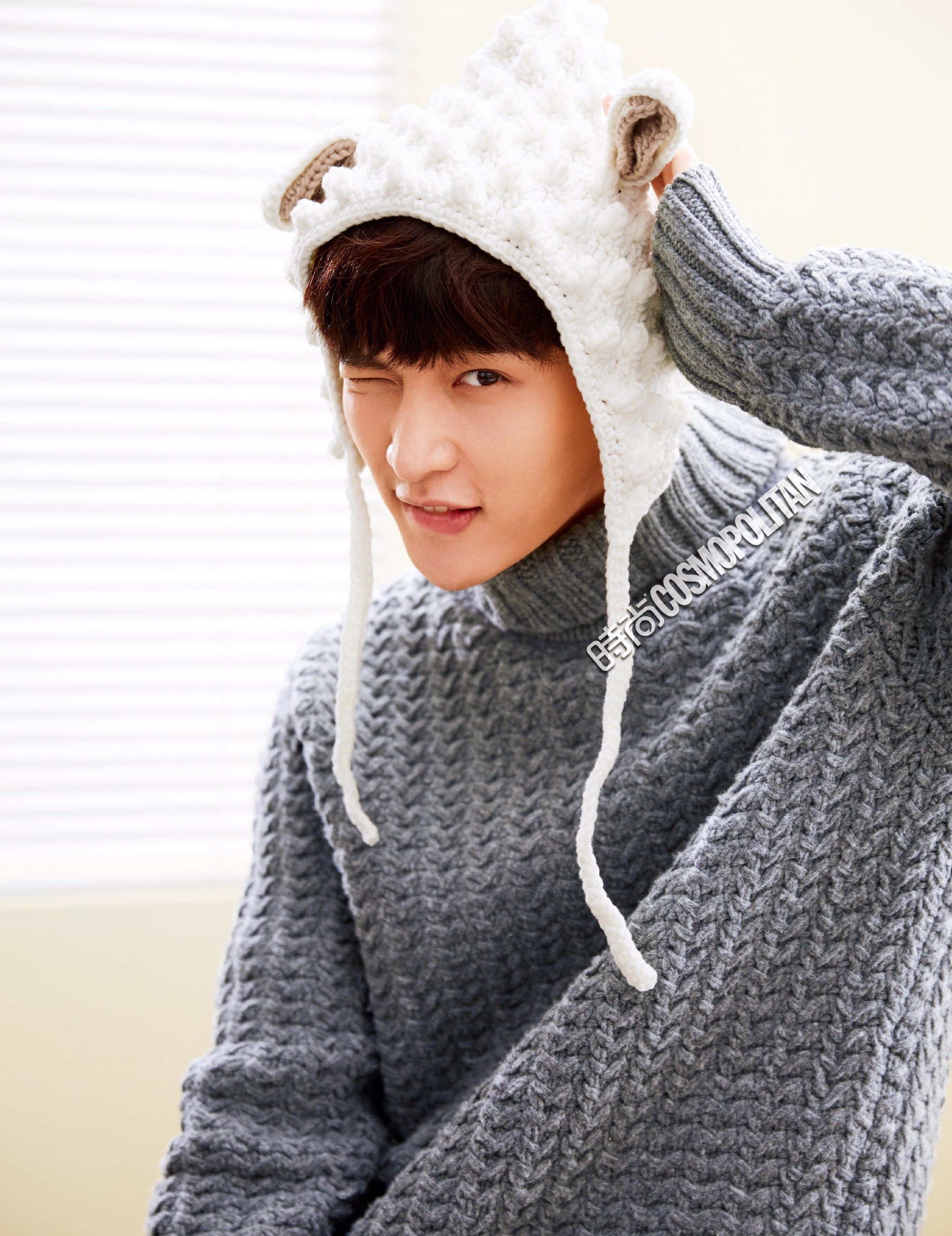 Cute Chinese Girl Wallpaper Exo S Lay Bares His Chocolate Abs For December Issue Of