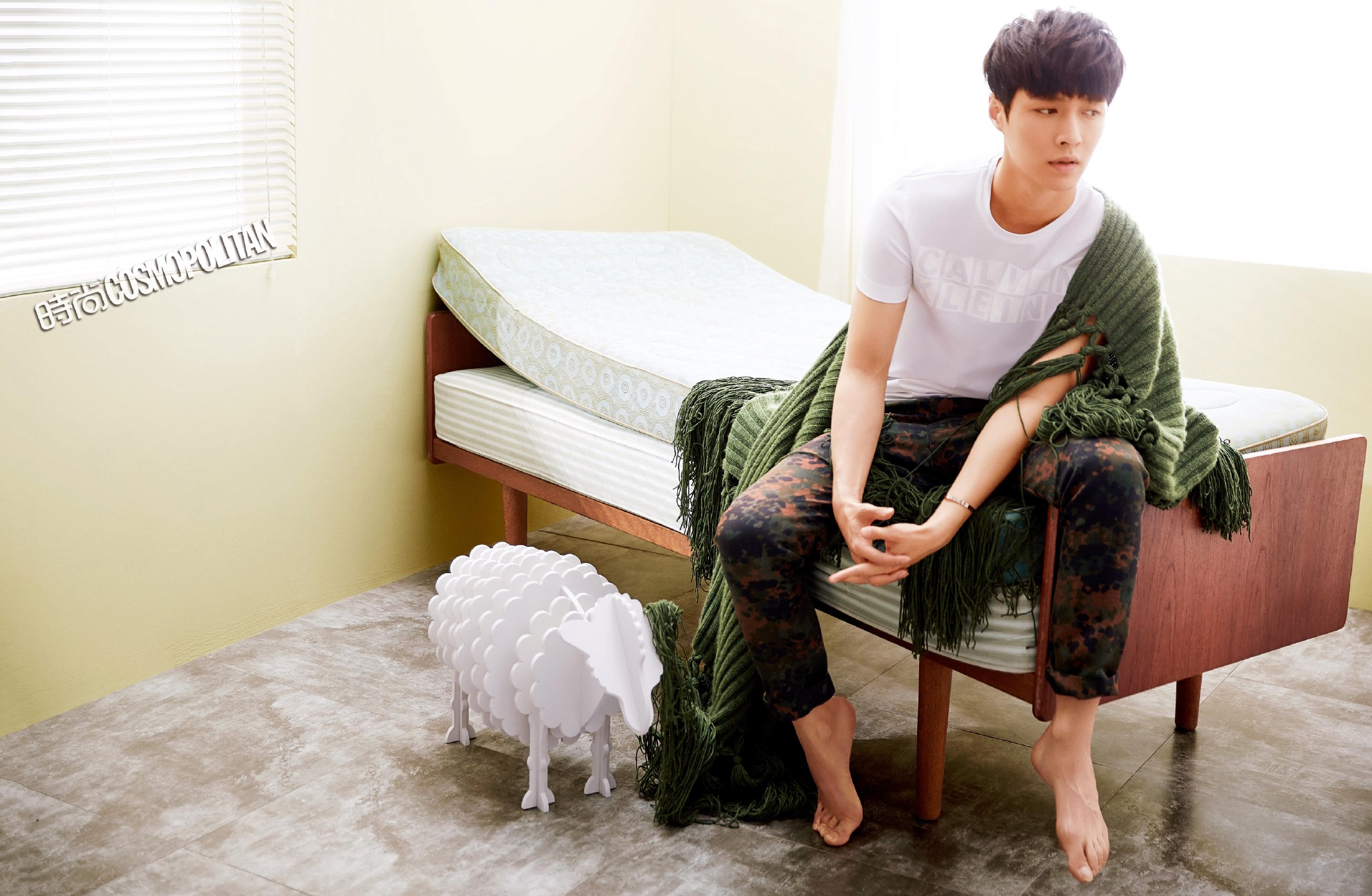 Baby Girl Word Wallpaper Exo S Lay Bares His Chocolate Abs For December Issue Of