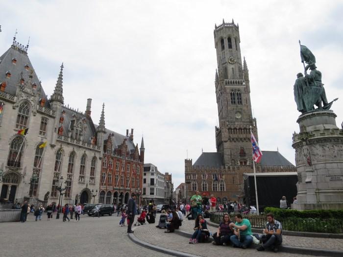 Visiter Bruges fauteuil roulant Markt beffroi
