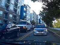 ざまあwww渋滞を反対車線に出て抜けようとしていたヤツが延々とバックさせられるww