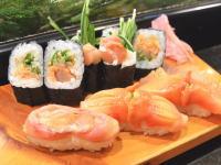 すし職人動画。マグロ、赤貝の仕込みから握り寿司になるまで。