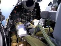 空母に着艦する戦闘機のパイロットがめちゃくちゃ忙しそうなコクピット映像。