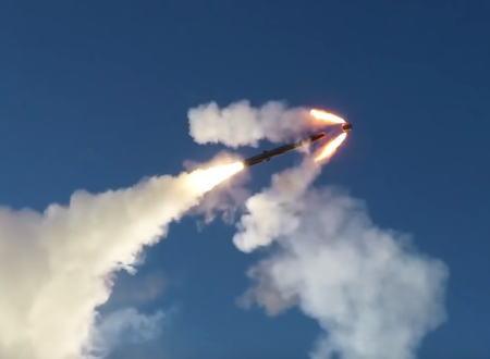 ロシア海軍が行った超音速オーニクス対艦ミサイルの発射訓練の映像がカッコヨスギ!