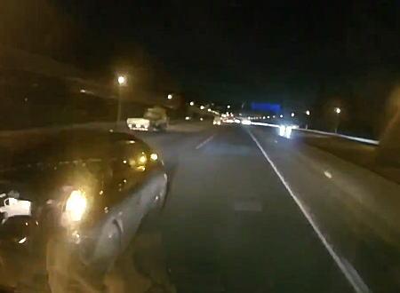 横からも後ろからも当てられる東名高速で撮影されたこの事故のドラレコ(´・_・`)