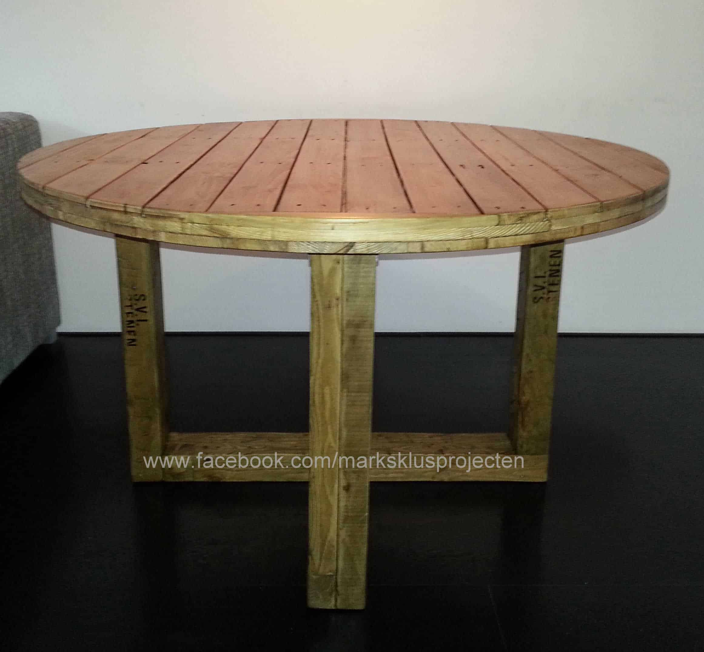 Animal Base Coffee Tables Round Dinner Table Made With Recycled Pallet Wood 1001