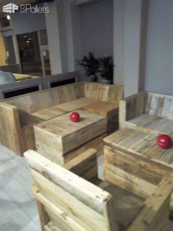 Mobilier De Bar Restaurant Pallet Furniture Made For A Cafe • 1001 Pallets