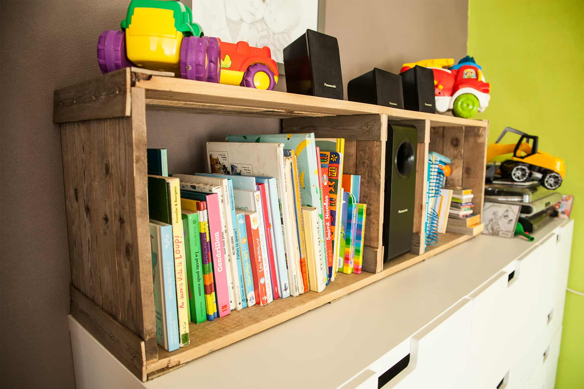 Bookshelf For Kids Room Rustic Pallet Bookshelves For Kid 39s Room Etagère