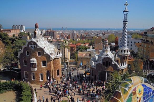 Barcelona se musí zažít. A aby vám nic důležitého neuniklo ať už máte víkend nebo více dní, sepsala jsem 10 tipů na to, co vidět a zažít v Barceloně.