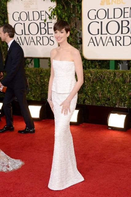 Globos de Oro 2013_Anne Hathaway (2)
