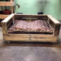 Build a Raised Pallet Dog Bed   101 Pallets