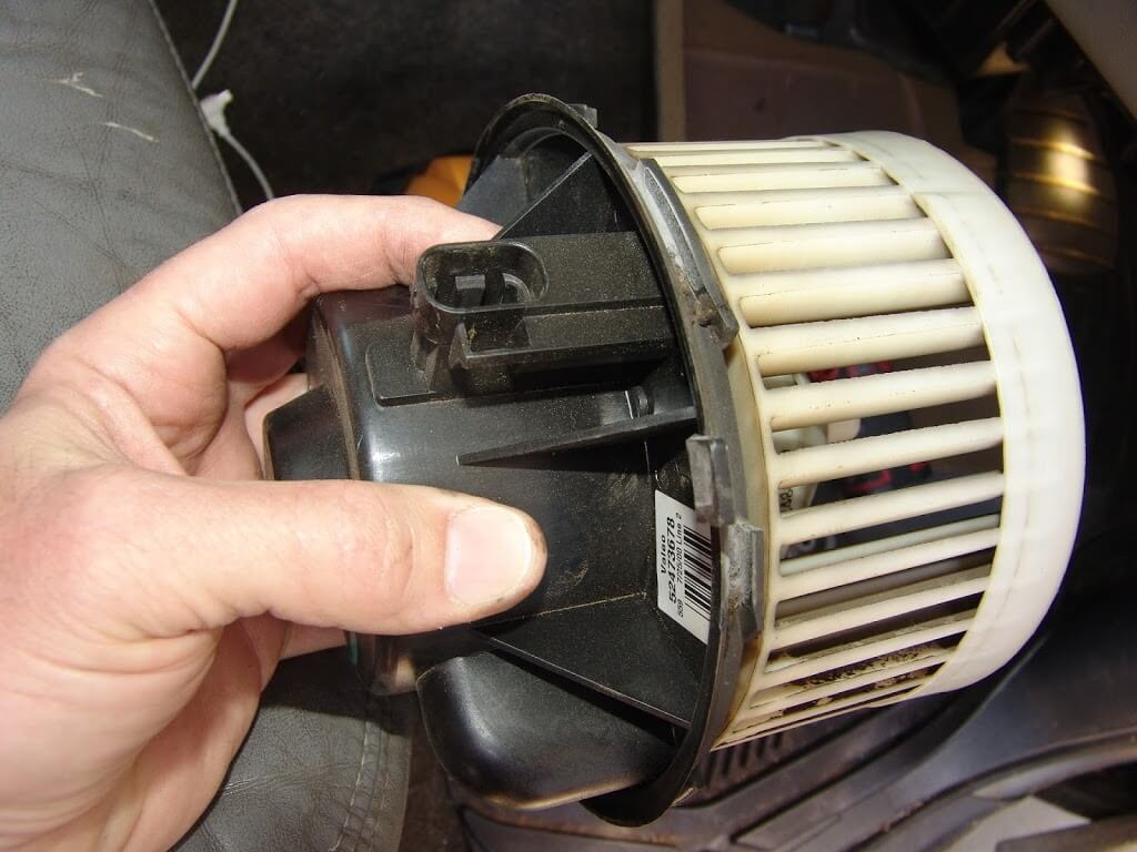 Sparky 39 s answers 2001 chevrolet tahoe air conditioner is for 2002 tahoe window motor