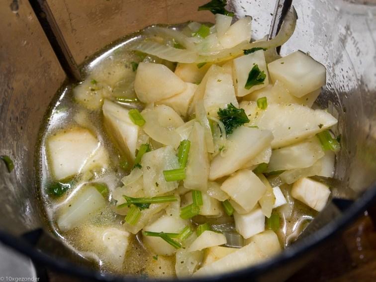 Zelfgemaakte Appelmoes Nederlandse Keuken : Zet de blender aan, totdat je een gladde soep overhoudt. Doe deze