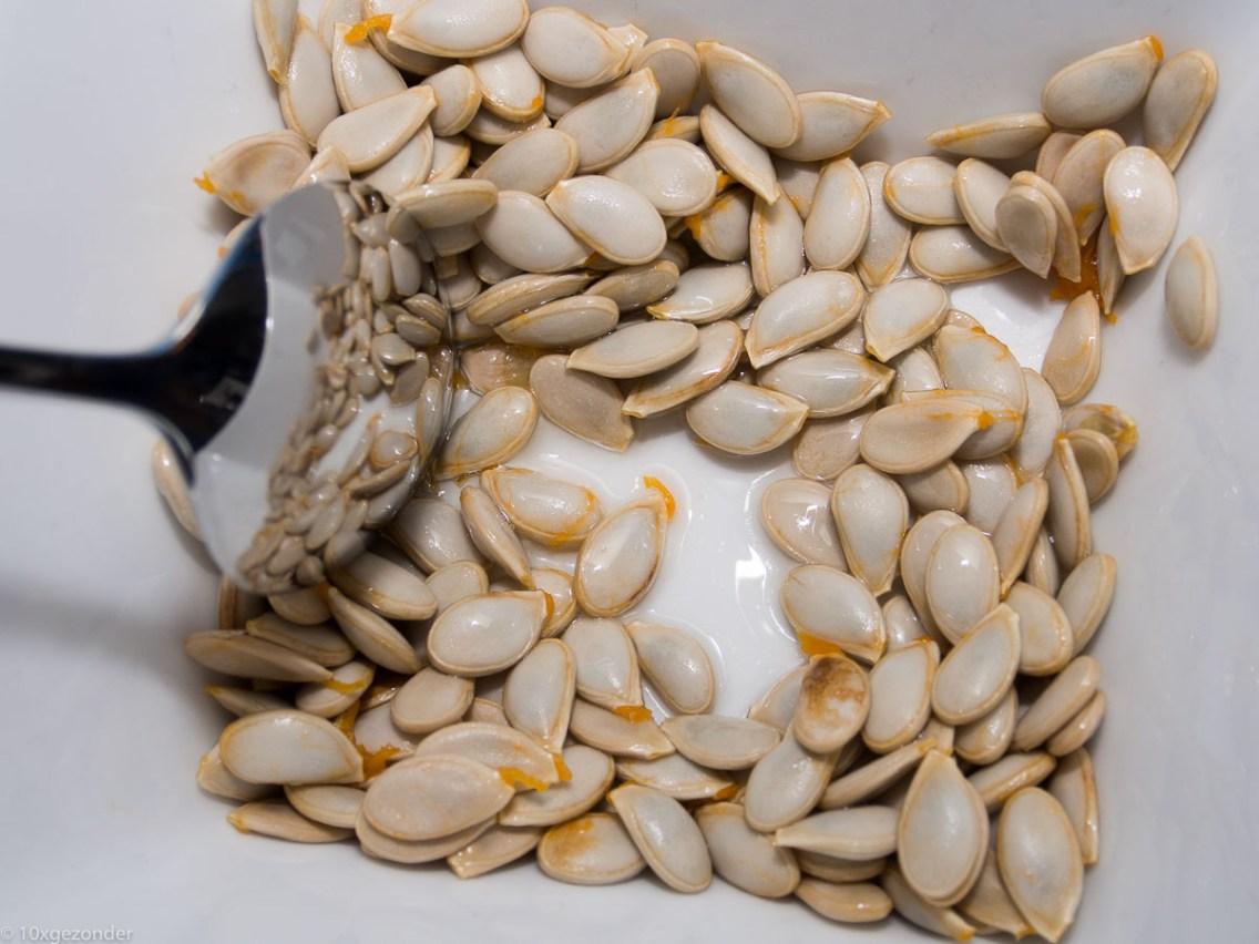 Toast met pompoen crème en geroosterde pompoenpitten-5