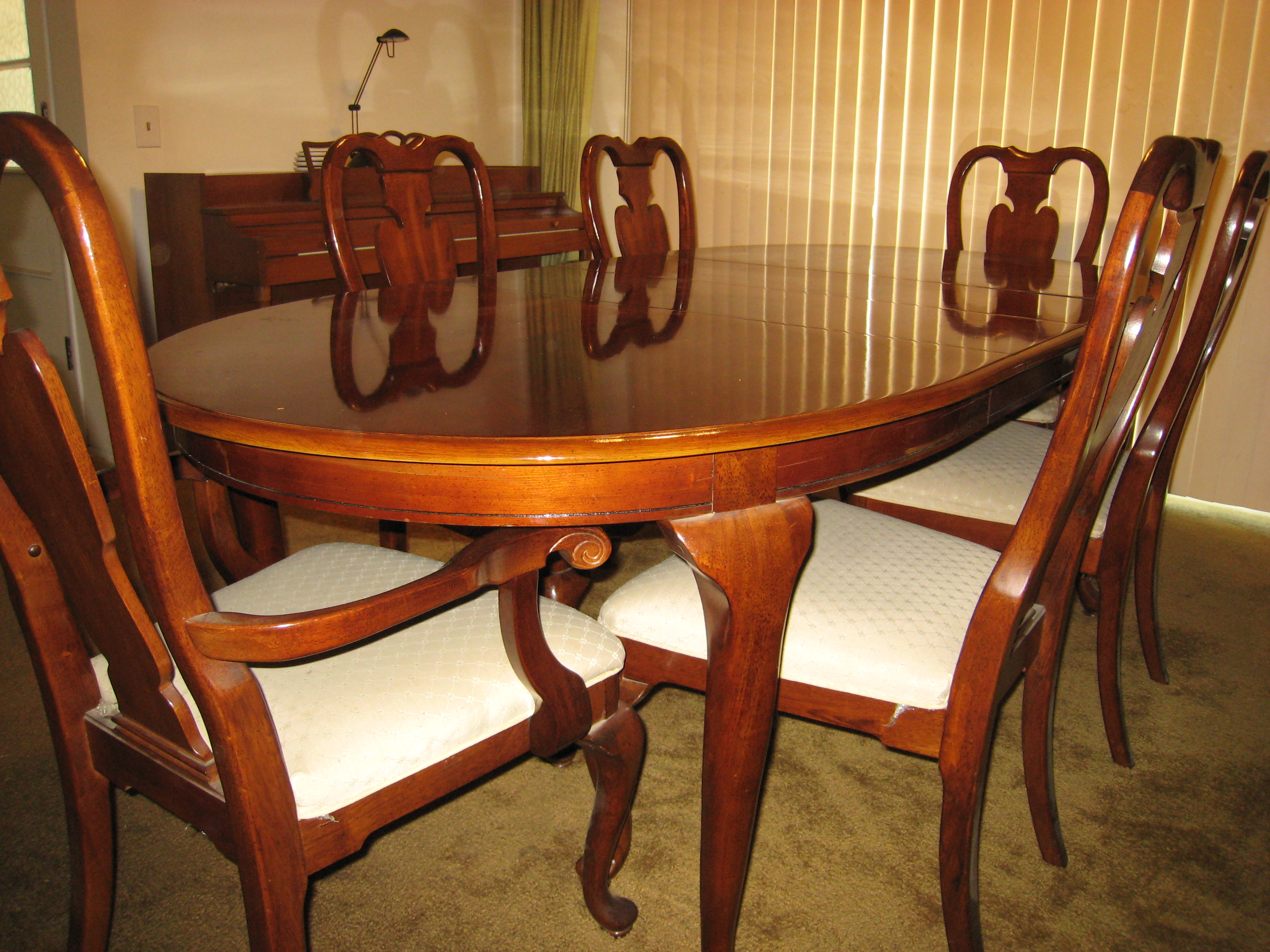 Mahogany Dining Table With 6 Matching Chairs