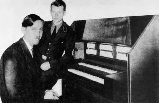 Winston Kock (seated) and Oskar Vierling at the keyboard of their Grosstonorgel.