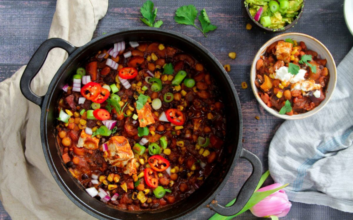 Veganes Chili Sin Carne Chili Sin Carne With Sour Cashew Cream [vegan, Gluten-free] - One Green Planet