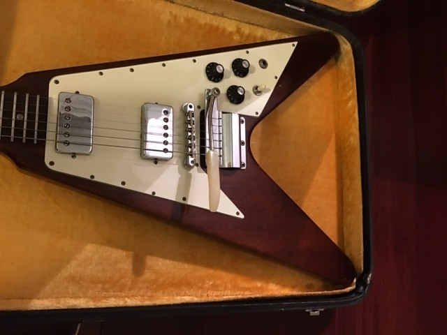 Walnut - The 1967-1971 Gibson Flying V Website