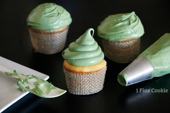 piping frosting star wars cupcakes yoda, yoda, cupcakes, star, wars, diy, easy, green, ears, cute, idea, may 4th, recipe, the force, fan, guide, tutorial
