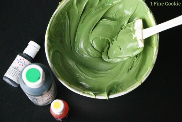 yoda avocado green frosting, yoda, cupcakes, star, wars, diy, easy, green, ears, cute, idea, may 4th, recipe, the force, fan, guide, tutorial