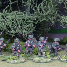 British paras with rifles.