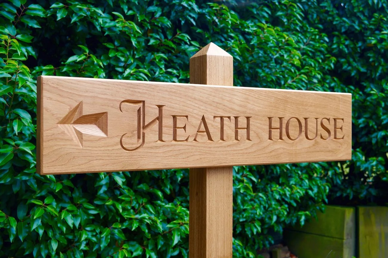 Huis Tekenen Wooden House Signs Crafted By Hand In Surrey Oak House Signs