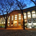 Harvard_Law_School_Library_in_Langdell_Hall_at_night