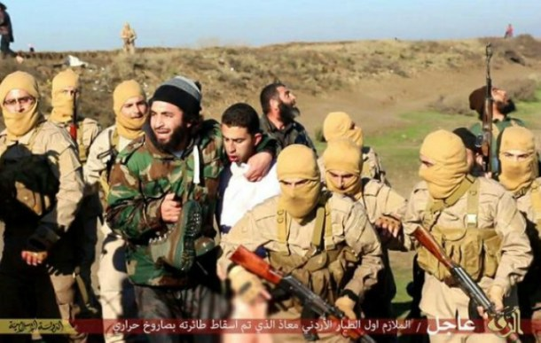 pictures-allegedly-showing-jordanian-pilot-being-taken-hostage-by-militants-after-his-plane-was