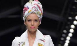 Rozë dhe e artë për Barbie-girl të Moschino