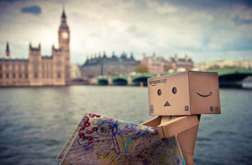 Cute Amazon Box Robot Wallpaper Cute Little Cardboard Robot Photos Danbo Robots And Fire