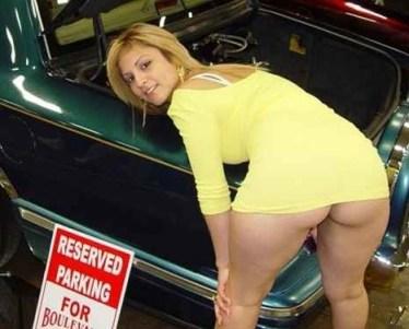 Sexo para parejas - sexo entre coches en un aparcamiento