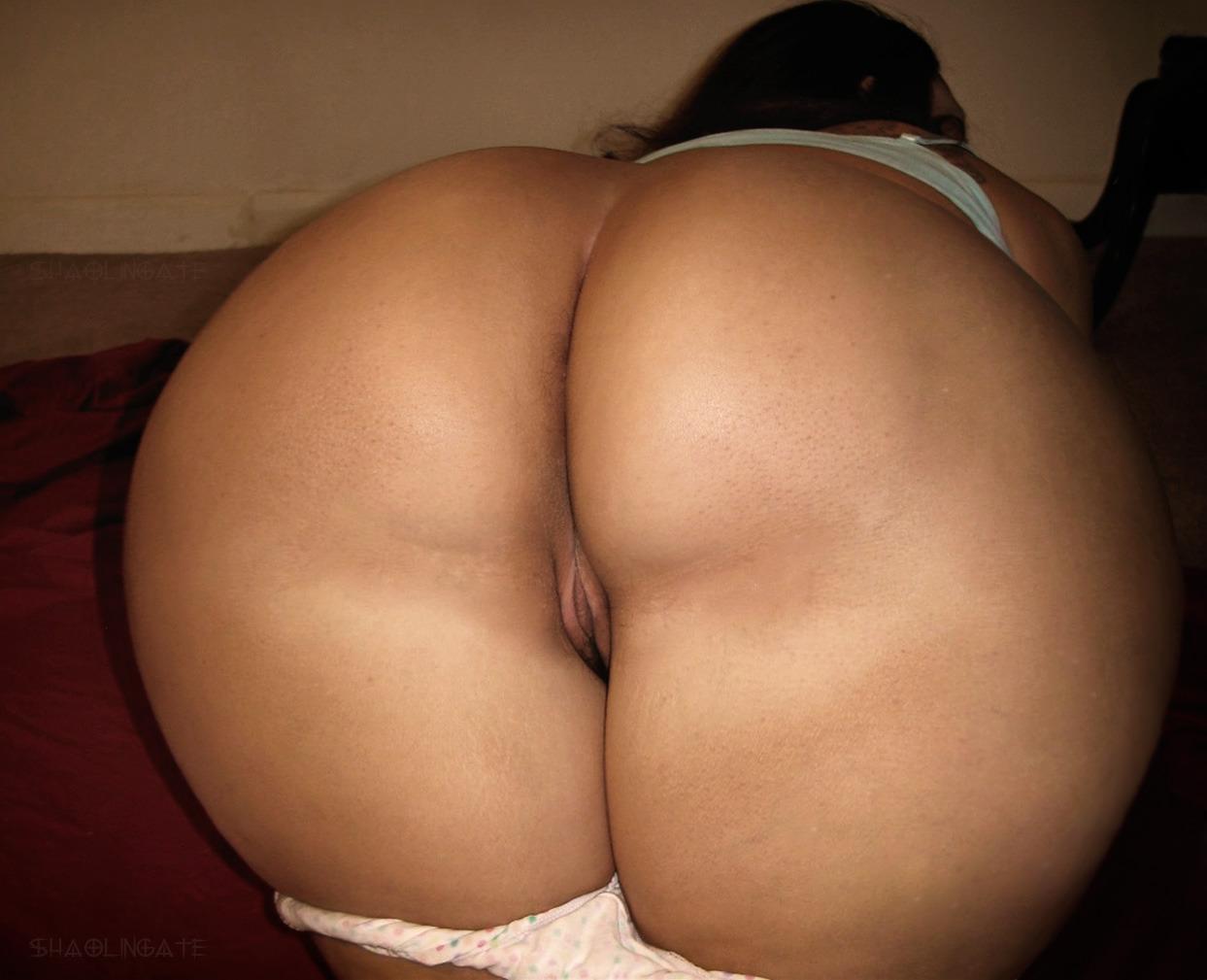 big bare booty