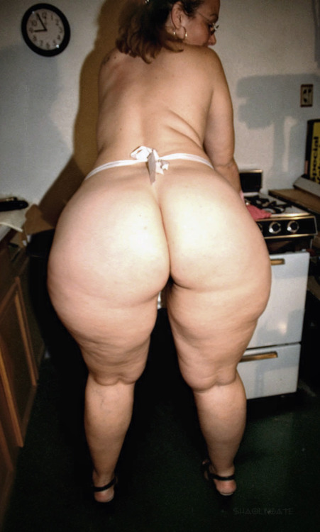 thick hips bend over