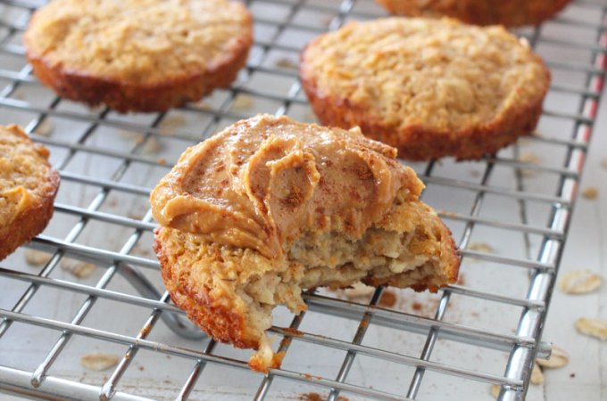 Protein Apple Oatmeal Muffin Tops // These healthy muffin tops are made with plant based @OLLYnutrition protein powder and oats for a gluten free and protein packed breakfast or snack. #protein #glutenfree #plantbased #SmoothieStyle #sponsored