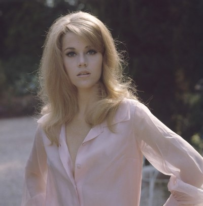 Jane Fonda outside in a pink blouse   24 Femmes Per Second