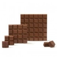 Ein Stück Schokolade auf Platt