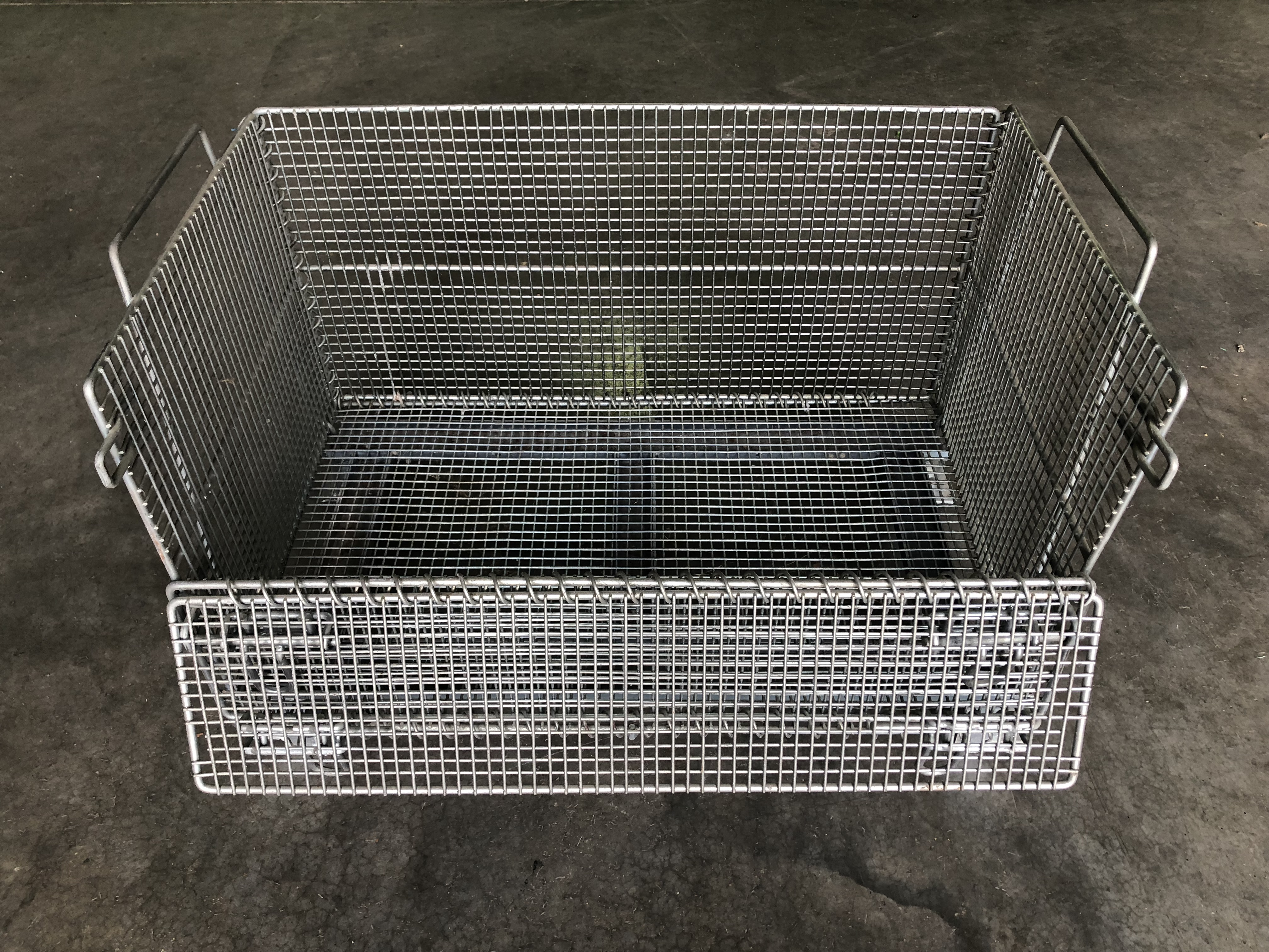 Metal Hamper Collapsible Wire Baskets Industrial Wire Mesh Baskets