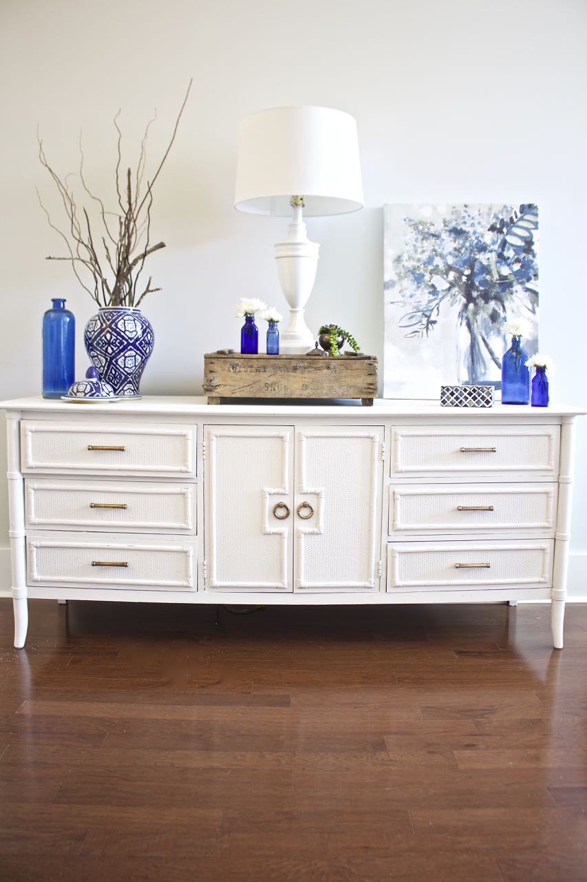 How To Chalk Paint Furniture Our Best Tips 2 Bees In A Pod