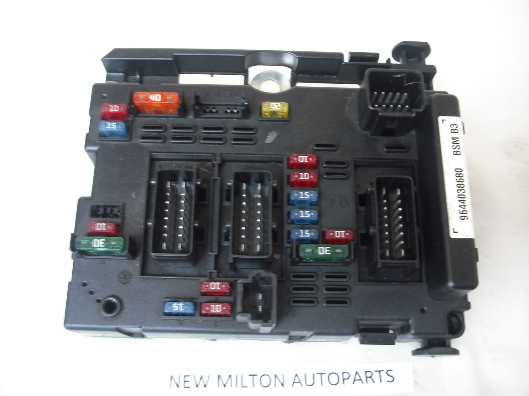 citroen saxo fuse box location