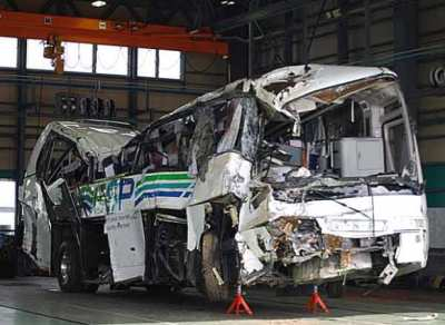 軽井沢スキーバス転落事故の原因 監視カメラ映像が提供 速度出し過ぎか 自公政権の「規制緩和」が元凶との報道も