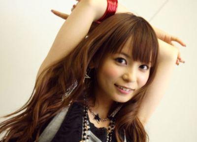 中川翔子さん(30)現在と現役JK時代の制服姿くらべてみた結果 ※中学時代画像アリ※