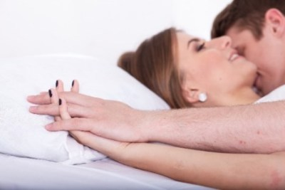 女性は性交時になぜ声を出すのか?