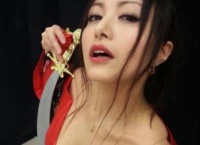 声優ってここまでやるの・・・<画像>たかはし智秋さん胸の谷間強調JKコスプレ
