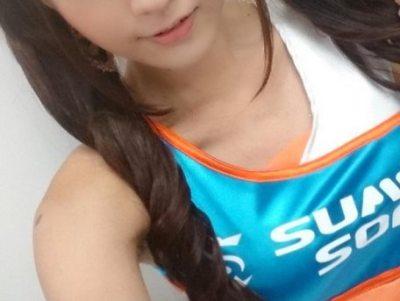 くびれラインが美しい現役薬学生レースクイーン有馬奈那さん<動画像>Fカップ女子大生がソフマップ