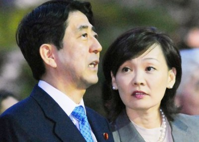 アベ政治を許さない人らと安倍首相夫人が笑顔で3ショット<画像>仰天コラボにネットが騒然