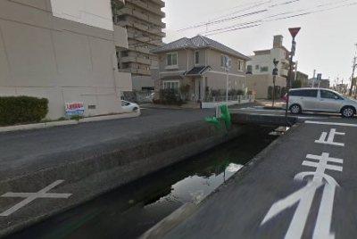 【恐怖】岡山の例の用水路 大雨で車を飲み込む異次元と化す ※画像あり※