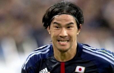 【悲報】岡崎慎司さん どうやらもう限界<画像>最新髪の毛事情 とんでもないハゲ方へ