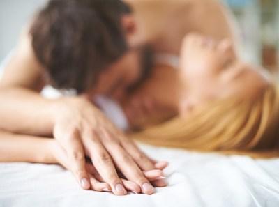 フェラしてる時のレントゲン写真と性行為中の男女のMRI画像