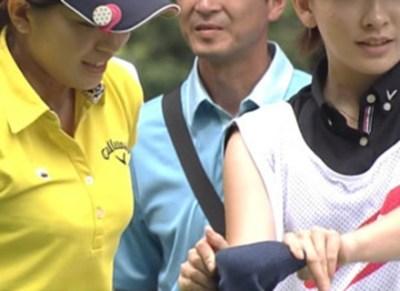女子プロゴルファーより目立ってしまう激カワ美人キャディーが話題 →画像